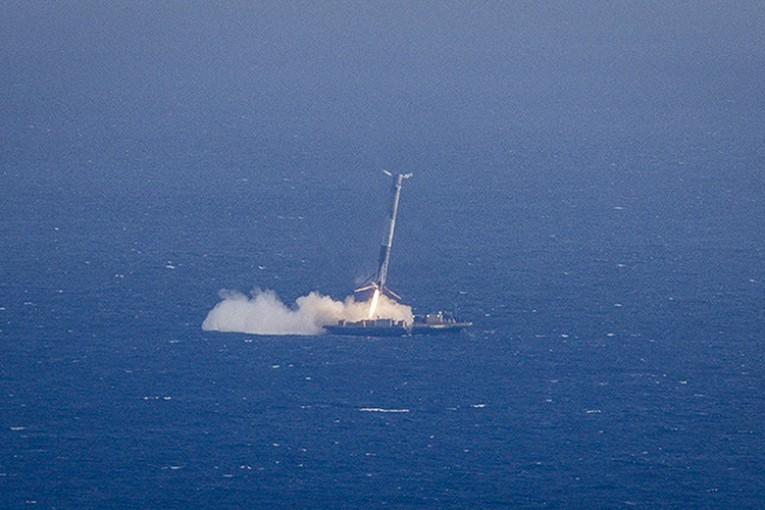 موفقیت تاریخی Space X با فرود موشک روی یک شناور 71 765x510