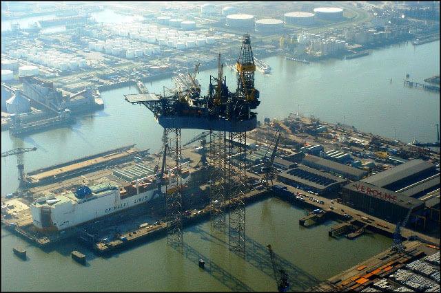 D0706-361-01 بندر رتردام بندر رتردام؛ دروازه نفتی اروپا offshore010