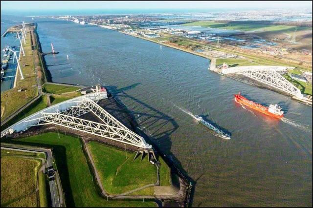 D0706-361-01 بندر رتردام بندر رتردام؛ دروازه نفتی اروپا offshore011