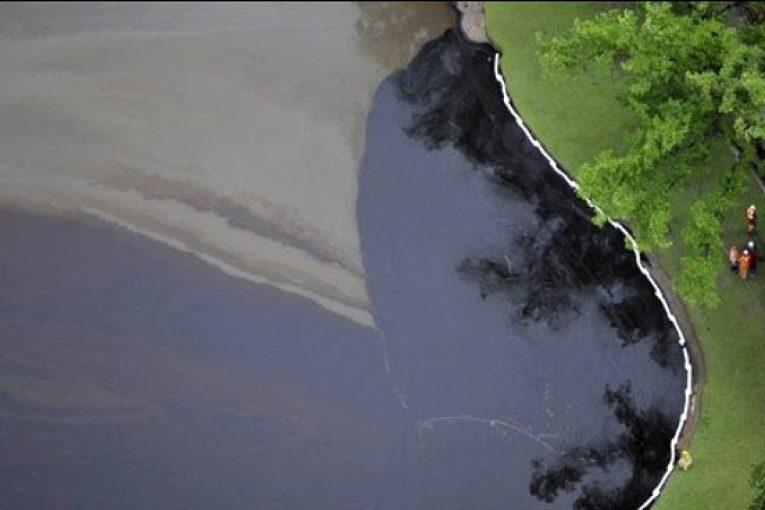 آلودگیهای نفتی پاکسازی آلودگیهای نفتی با استفاده از باکتریهای بومی خاک offshore016 765x510