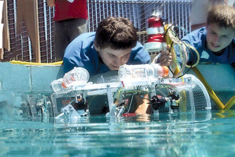 ربات های زیردریایی مسابقه بین المللی ربات های زیردریایی برگزار شد offshore422 765x510