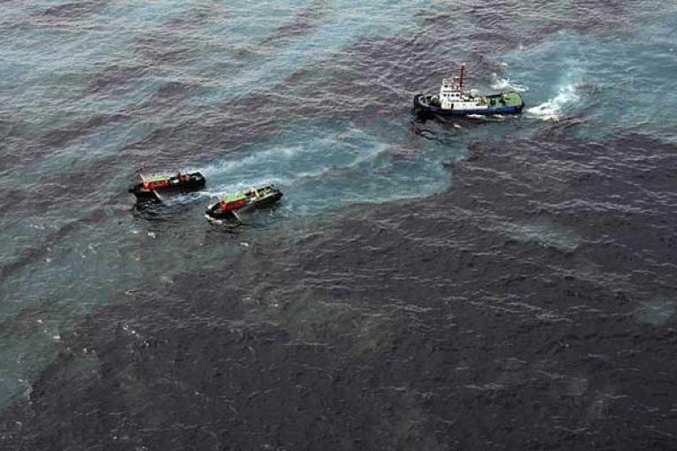نشت نفت در میدان الاحمدی کویت offshore550 765x510