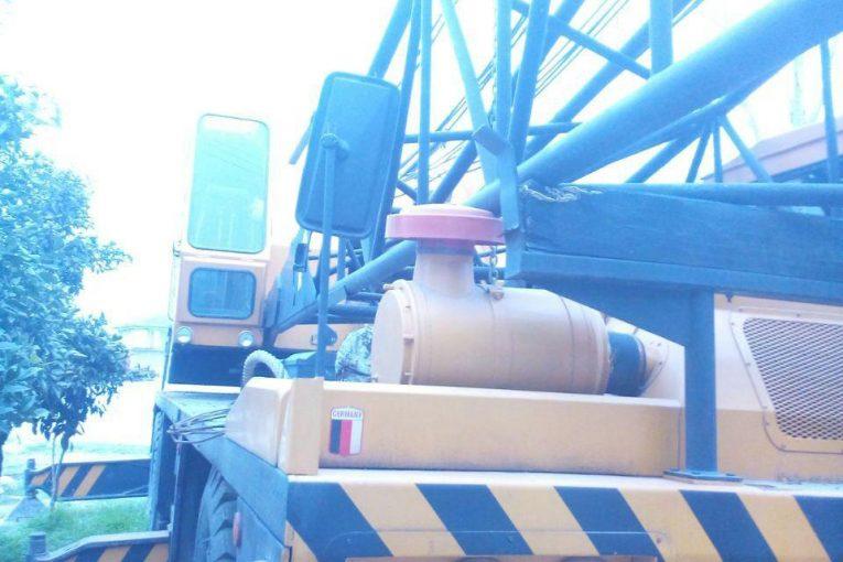 جرثقیل بوم خشک یک دستگاه جرثقیل بوم خشک 140 تن  با چرخ های لاستیکی و 53 متر دکل 1 1 765x510