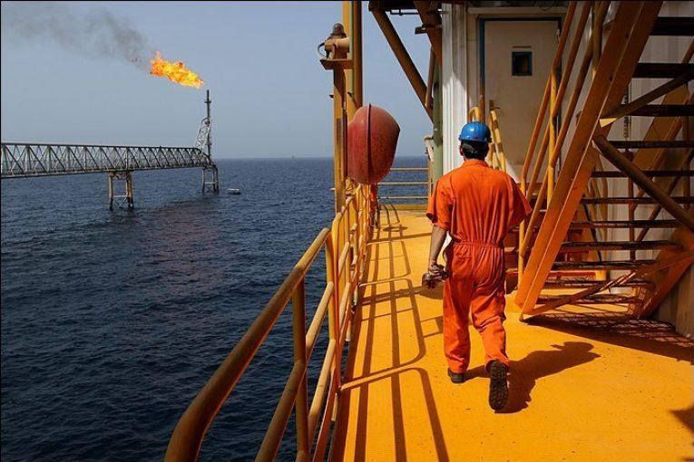 تولید نفت ایران افزایش ٢١ هزار بشکهای تولید نفت ایران offshore313 1 765x510