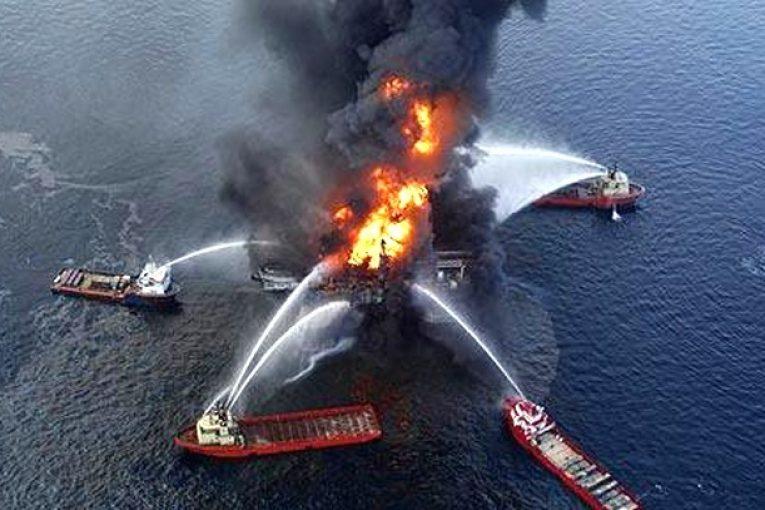 آلودگی نفتی نشت نفت بالاترین خسارت تاریخ نفت به محیط زیست oil plution bp 765x510