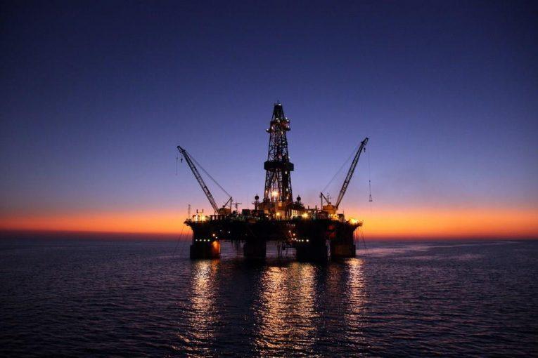 امیرکبیر عملیات پیش لنگراندازی سکوی امیرکبیر در موقعیت جدید offshore141 765x510