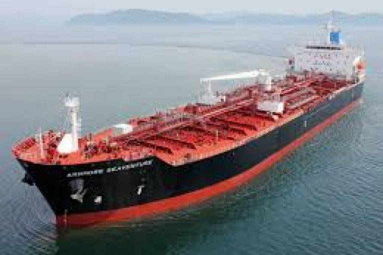 ارائه خدمات به ۵۹۰ نفتکش در خارک offshore3476 765x510
