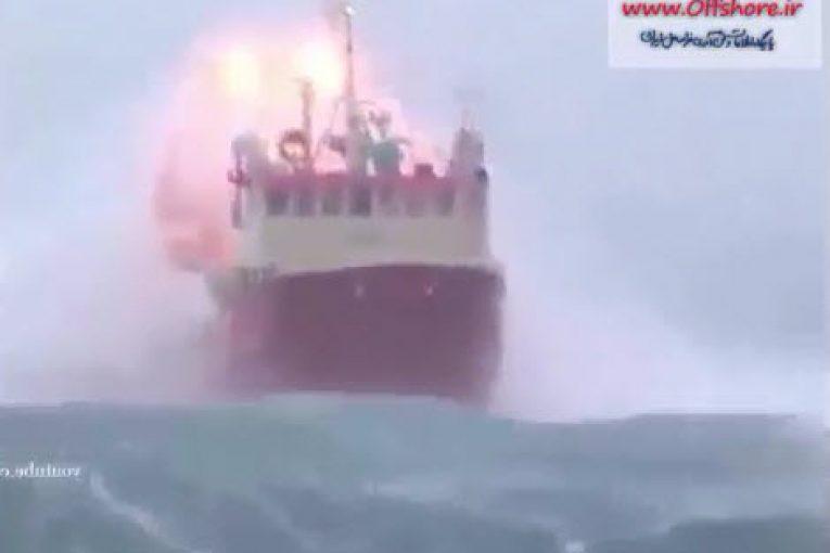 شناورهای گرفتار در امواج سهمگین offshore492 1 765x510