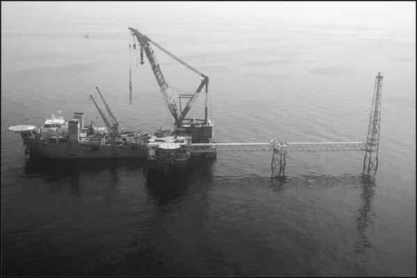 offshore578 copy فاز 21 پارس جنوبی گزارش تصويری از عمليات نصب سكوي فاز 21 offshore578 copy