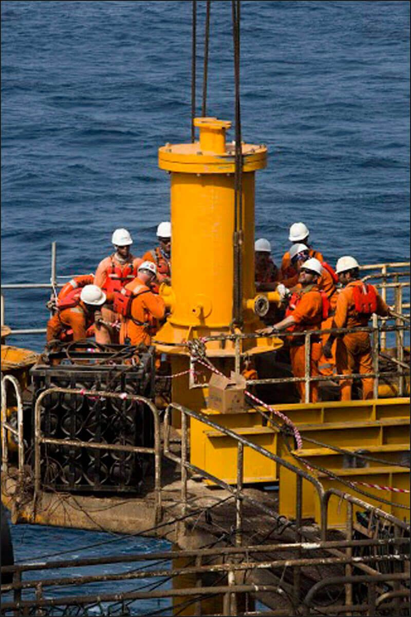 offshore581 copy فاز 21 پارس جنوبی گزارش تصويری از عمليات نصب سكوي فاز 21 offshore581 copy