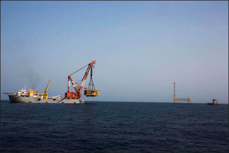 offshore592 copy فاز 21 پارس جنوبی گزارش تصويری از عمليات نصب سكوي فاز 21 offshore592 copy