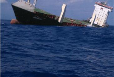 شناورسازی کشتی کانتینری واژگون شده در ایتالیا