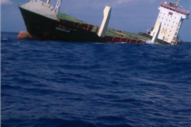 شناورسازی کشتی شناورسازی کشتی کانتینری واژگون شده در ایتالیا offshore5464 765x510