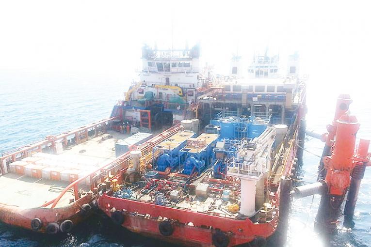طرح برتر فناورانه دریایی نشان افتخار طرح برتر فناورانه دریایی به عملیات مهار سکوی ١٣A تعلق گرفت offshore453 765x510