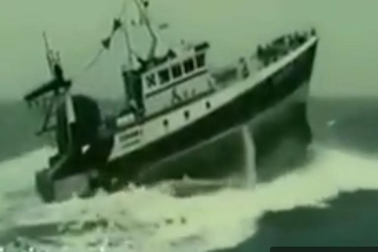 سازه های دریایی سازه های دریایی مستند قدرت امواج و مقاومت سازه های دریایی 52 765x510