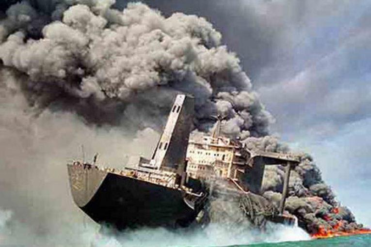 جنگ نفتکشها جنگ نفتکش ها بازخوانی حمله آمریکا به ۴ سکوی نفتی ایران jang naftkeshha 765x510